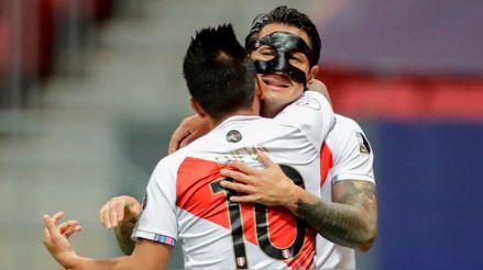 ¡La fe, la fe! Gianluca Lapadula consiguió el empate 2-2 de Perú ante Colombia con potente cabezazo