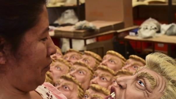 La máscara de Donald Trump se volvió un éxito en México durante Halloween.