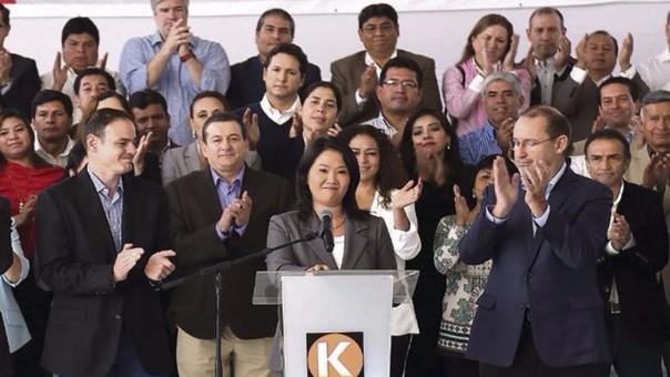 Keiko Fujimori estuvo acompañado de su bancada, la más númerosa con 73 congresitas, en su discurso en el que aceptó la victoria de PPK