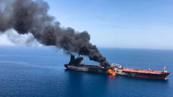 Los precios del petróleo se dispararon cuando un servicio de información marítima británico, Operaciones Marítimas Comerciales del Reino Unido (UKMTO, por sus siglas en inglés), anunció en incidente en su web.