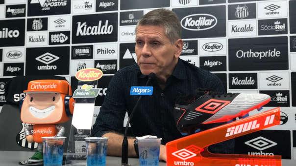 Paulo Autuori en conferencia de prensa.