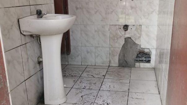 Así encontraron los baños nuestros periodistas.