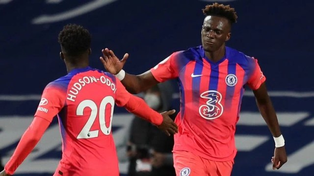 Tammy Abraham celebrates with Callum Hudson-Odoi after bringing Chelsea level with West Brom at 3-3