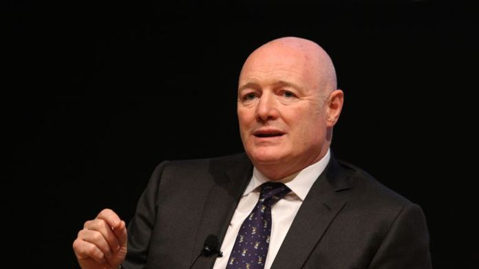Peter Kenyon was managing director of Manchester United, before leaving to take on the same role at Chelsea in 2003