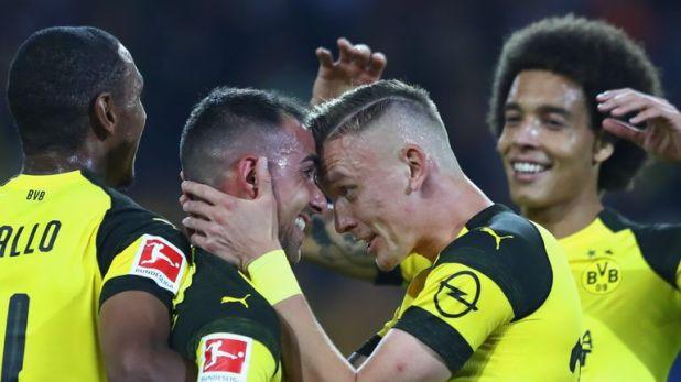 Paco Alcacer (L) scored on his Borussia Dortmund debut