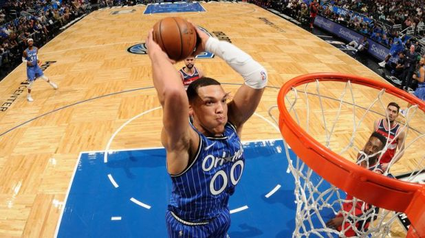 Aaron Gordon dunks against Washington