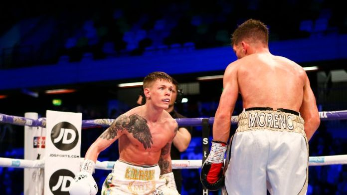 Charlie Edwards drops his hands and the Spanish challenger of the Spanish Angel Moreno