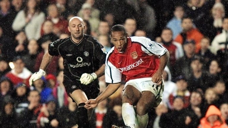 Thierry Henry netted two late goals as Arsenal took advantage of a pair of Fabian Barthez mistakes