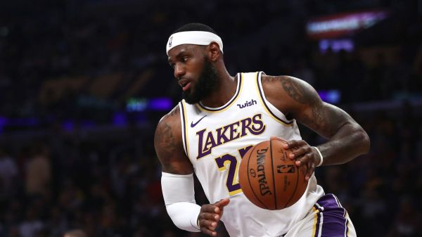 LeBron James makes incredible overhead assist as Los Angeles Lakers beat Golden State Warriors