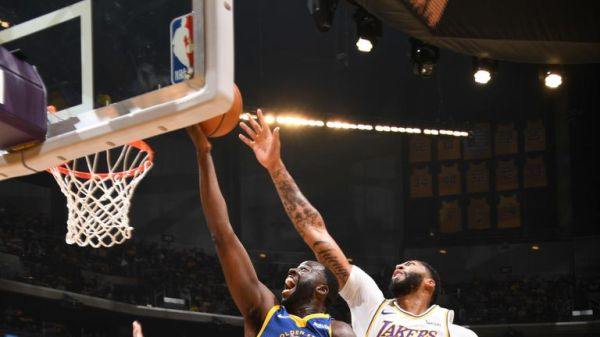 LeBron James makes incredible overhead assist as Los Angeles Lakers beat Golden State Warriors | NBA News |