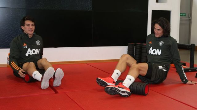 Edinson Cavani also went through an indoor gym session with fellow new recruit Facundo Pellistri
