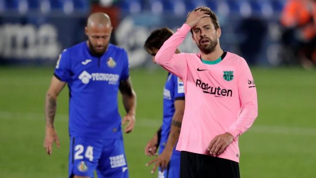 Gerard Pique shows his frustration after Barcelona's defeat