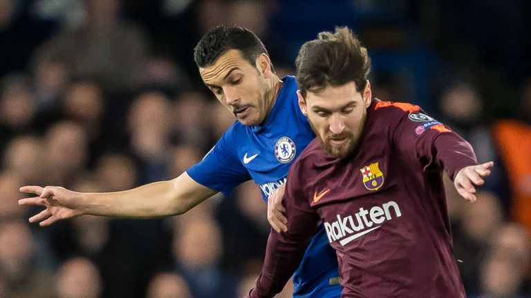 LONDON, ENGLAND - FEBRUARY 20: Pedro Rodriguez of Chelsea and Lionel Messi of Barcelona battle for the ball during the UEFA Champions League Round of 16 First Leg match between Chelsea FC and FC Barcelona at Stamford Bridge on February 20, 2018 in London, United Kingdom. (Photo by TF-Images/Getty Images)
