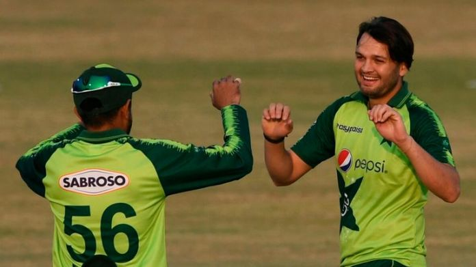 Pakistan's Usman Qadir (R) took 3-23 against Zimbabwe in only his second T20I appearance
