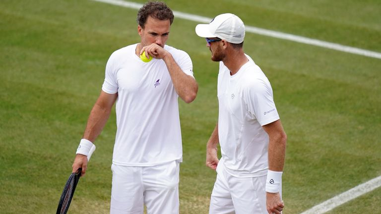 Jamie Murray (right) and Bruno Soares were knocked out of the men's doubles event