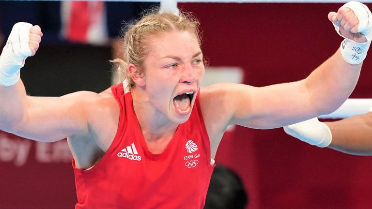 Lauren Price defeats Li Qian on points to win Olympic women's middleweight  gold at Tokyo 2020 Games   Boxing News   Sky Sports