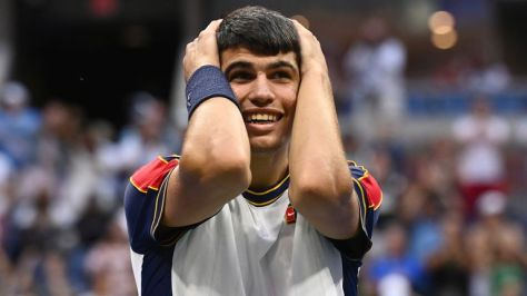 Carlos Alcaraz stunned Stefanos Tsitsipas to reach the US Open fourth round (Garrett Ellwood/USTA)