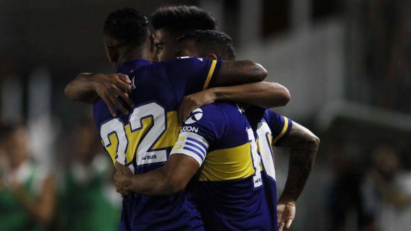 Con un show de Tevez, Boca golea y sigue en la lucha por la Superliga