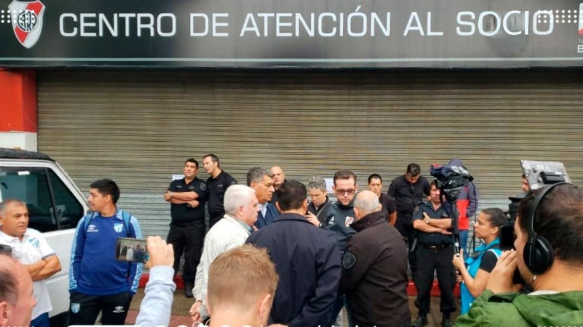 Superliga Argentina: River no tendrá sanción y jugará el partido suspendido ante Atlético Tucumán   MARCA Claro Argentina