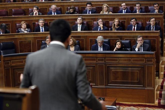 El socialista Antonio Hernando interpela al Gobierno en una sesión de...