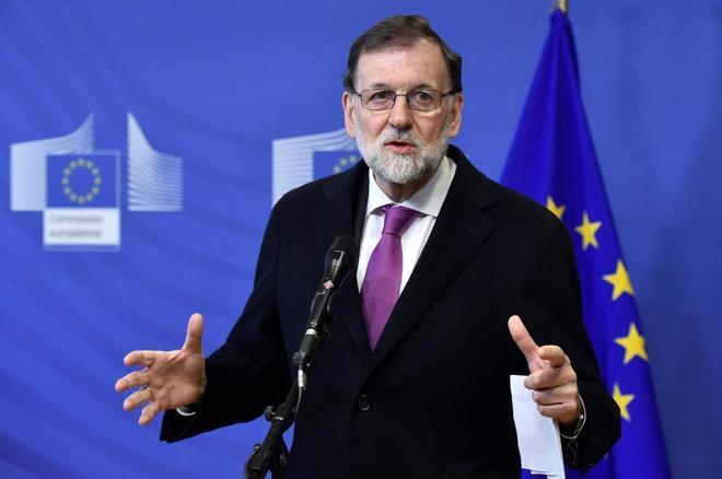 Mariano Rajoy se dirige a la prensa antes del inicio de la reunión...