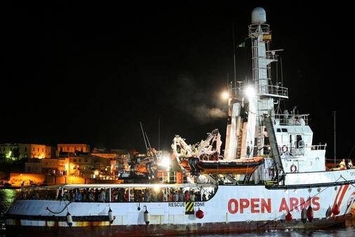 El barco y apos; Open Arms & apos;, anoche frente a la isla italiana de Lampedusa.
