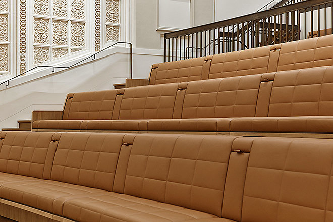Leather seats that imitate the original seats of the cinema.