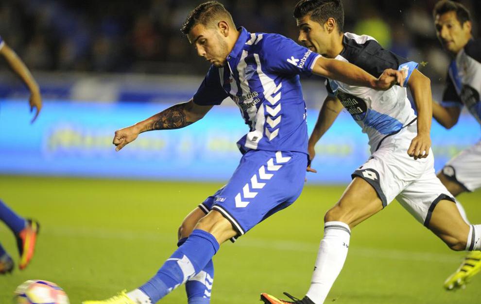 Тео Hernandez бьет по воротам