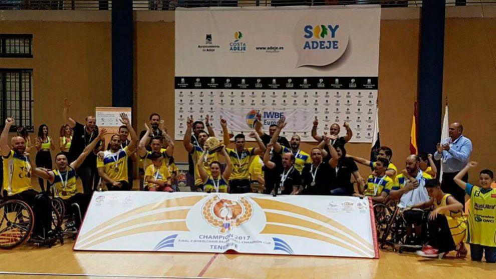 El ILUNION celebrando su tercer título europeo.