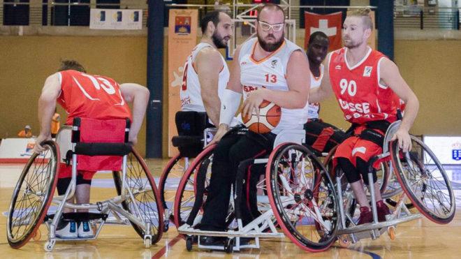 Asier García y Alejandro Zarzuela en el partido ante Suiza.