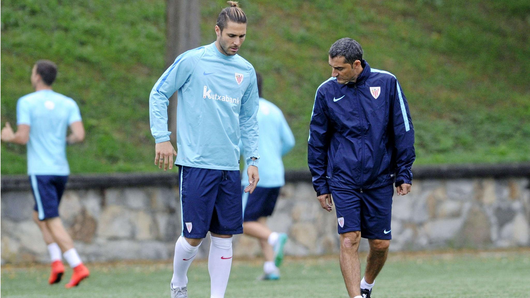 Valverde (52) se preocupa del estado de Sola (31).