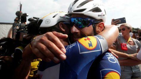 Gavirira celebrando su triunfo de etapa en el Tour.