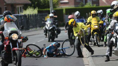 Mikel Landa en el momento de su caída.