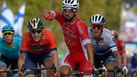 Bouhanni celebra con rabia el triunfo.