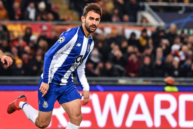 Portos Spanish forward Adrian Lopez celebrates after scoring during the UEFA Champions League round of 16, first leg football match AS Roma vs FC Porto on February 12, 2019 at the Olympic stadium in Rome. (Photo by Alberto PIZZOLI / AFP)