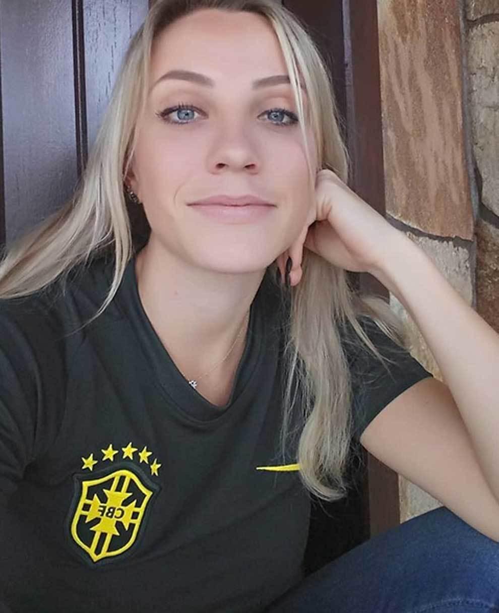 The personal album of popular Brazilian referee Fernanda Colombo - Foto 19  de 23 | MARCA English
