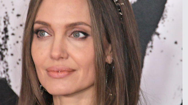 The photo of Angelina Jolie without make-up that has revolutionized...