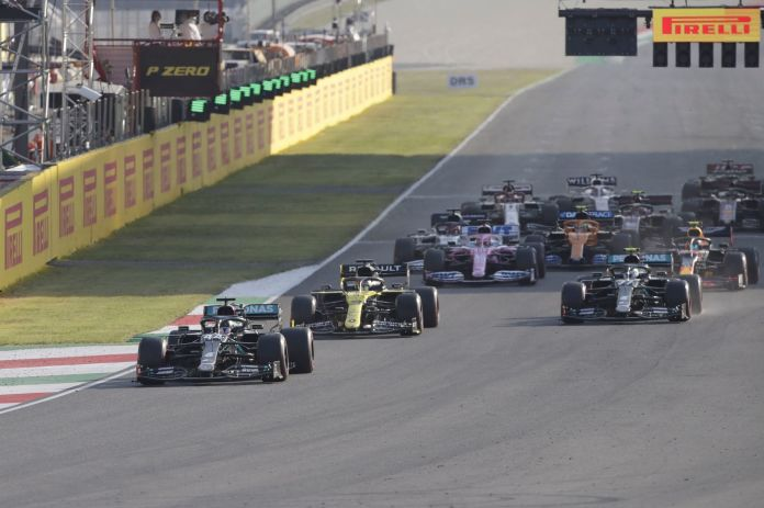 Mugello (Italy), 13/09/2020.- British Formula One driver Lewis lt;HIT gt;Hamilton lt;/HIT gt; of Mercedes-AMG Petronas leads the pack of cars during the restart of the Formula One Grand Prix of Tuscany at the race track in Mugello, Italy 13 September 2020. (Fórmula Uno, Italia) EFE/EPA/Luca Bruno / Pool
