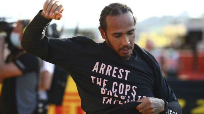 Hamilton, con la camiseta de la discordia en Mugello.
