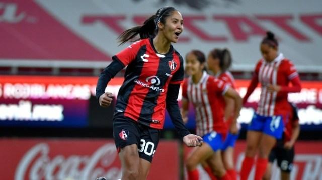 Fútbol Femenil: Atlas aplasta a Chivas Femenil en Clásico Tapatío | MARCA  Claro México