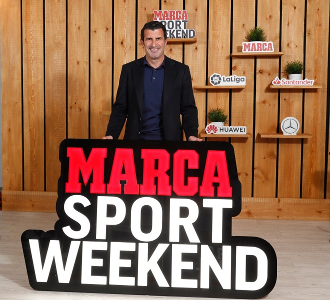 Luis Figo with the MARCA Sport Weekend poster