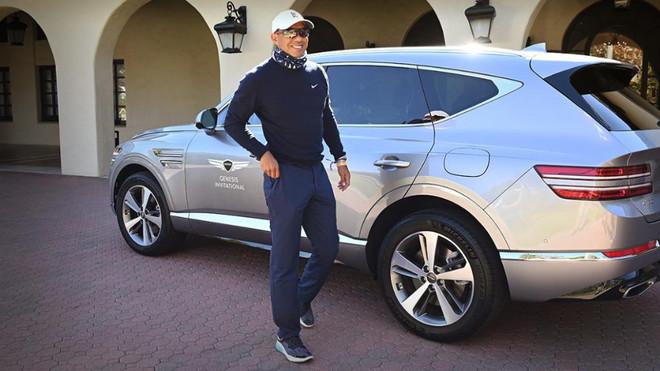 Tiger Woods, con el Genesis GV80 con el que sufri