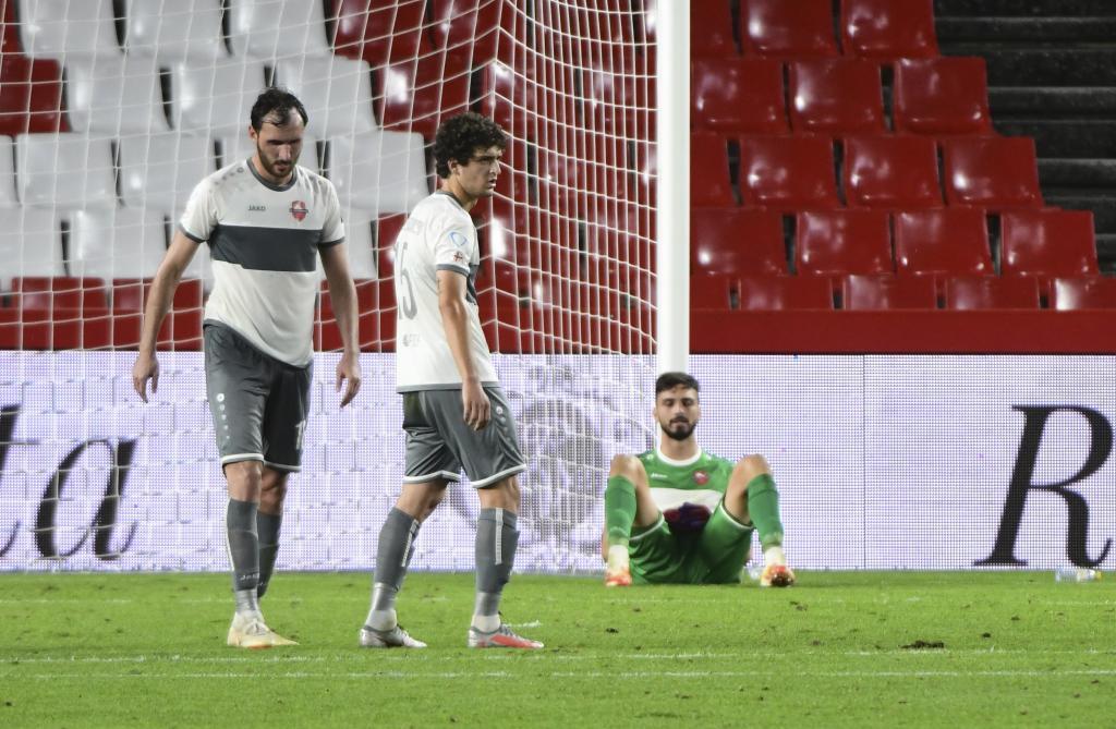 Mamardashvili, head down in Los Cármenes after conceding a goal