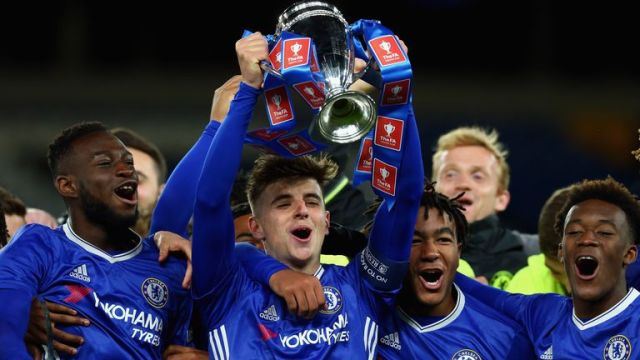 Mason Mount lifts the FA Youth Cup trophy for Chelsea