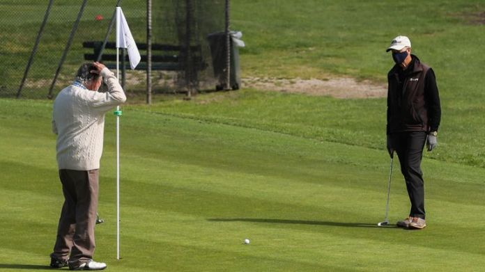 Golf courses in England must close with immediate effect