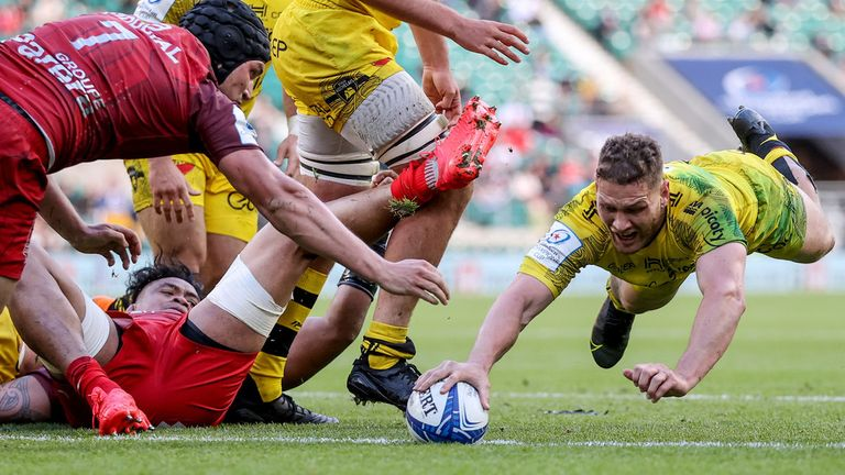 Tawera Kerr Barlow gave La Rochelle late hope with a try, but the 14 would fall short