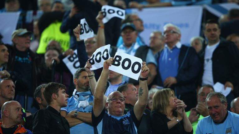 https://i2.wp.com/e2.365dm.com/15/11/16-9/20/manchester-city-fans-boo_3372644.jpg