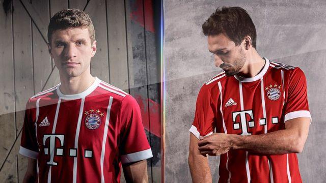 Thomas Müller und Mats Hummels modellieren das neue Heimtrikot 2017/18 von Bayern München. (Bild: adidas)