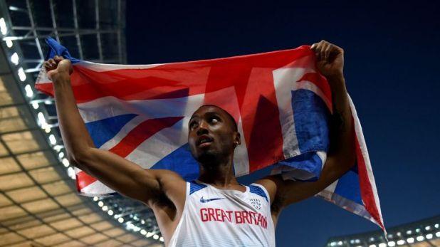Matthew Hudson-Smith celebrates winning gold in the men's 400m