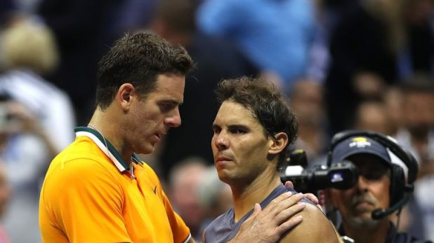 Rafael Nadal (R) hugs Juan Martin del Potro after he be forced to retire